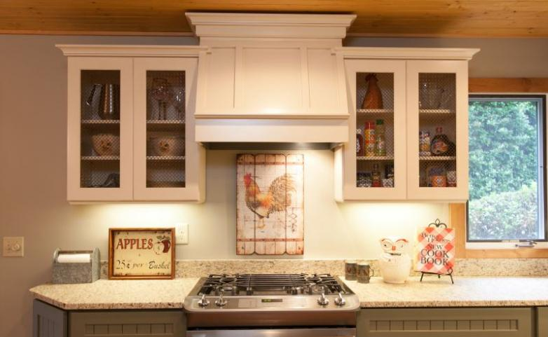 <span>Hendersonville Kitchen Remodel:</span> Gas range with custom hood.